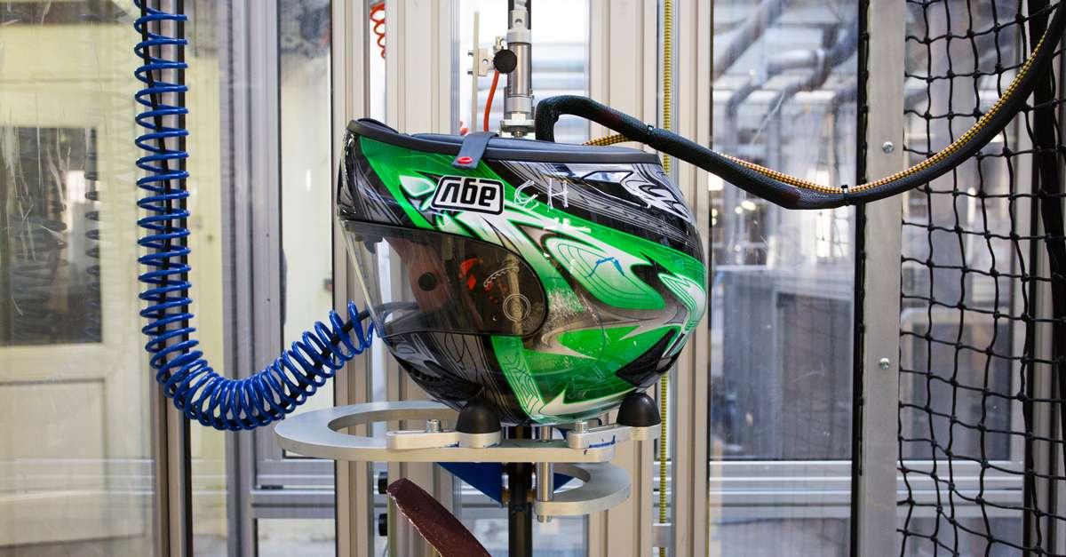 Banc test d'évaluation des casques de moto et de vélo