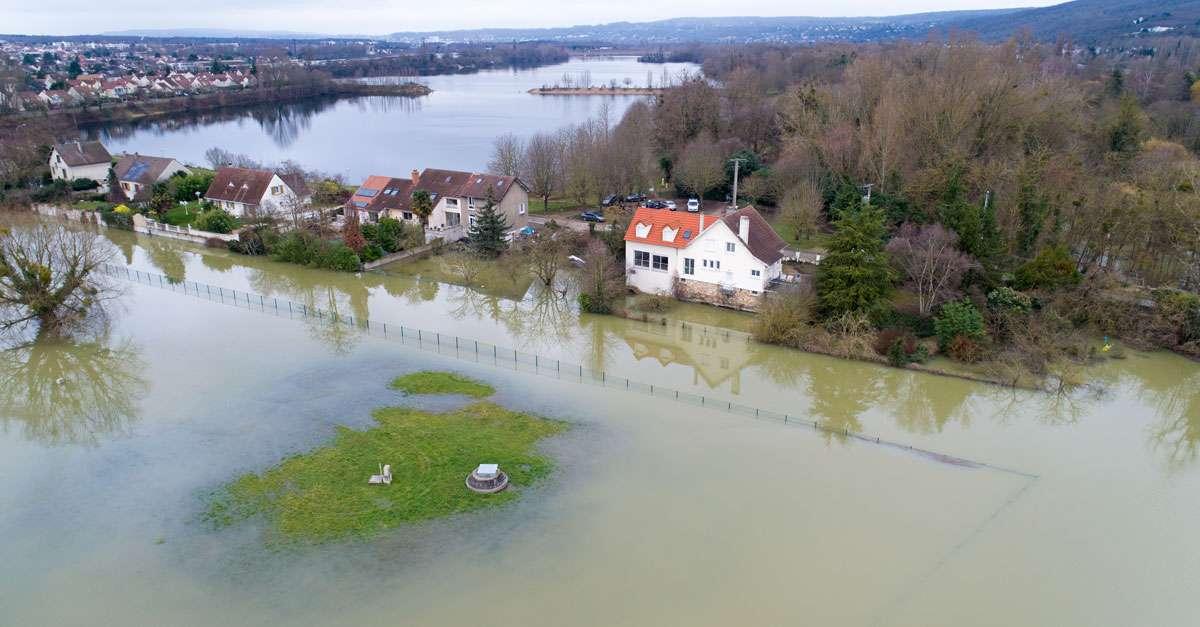 habitations entourées d'eau suite aux inondations de la Seine