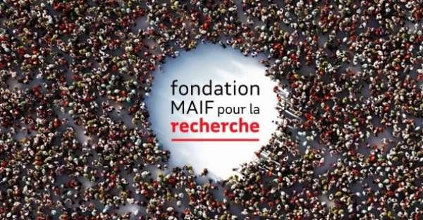 logo de la Fondation MAIF entouré des gens