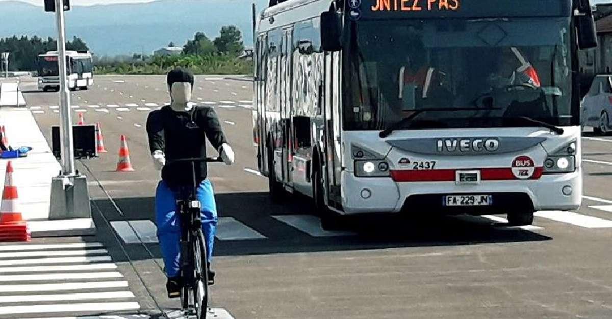 mannequin en test de détection par les bus