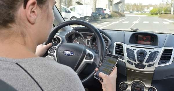 Oublier le téléphone au volant, le bon geste à adopter!