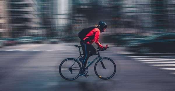 Pour un partage de la route plus sûr entre vélos et véhicules