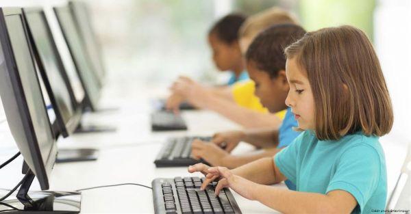 Faut-il faire entrer les réseaux sociaux à l'école ?