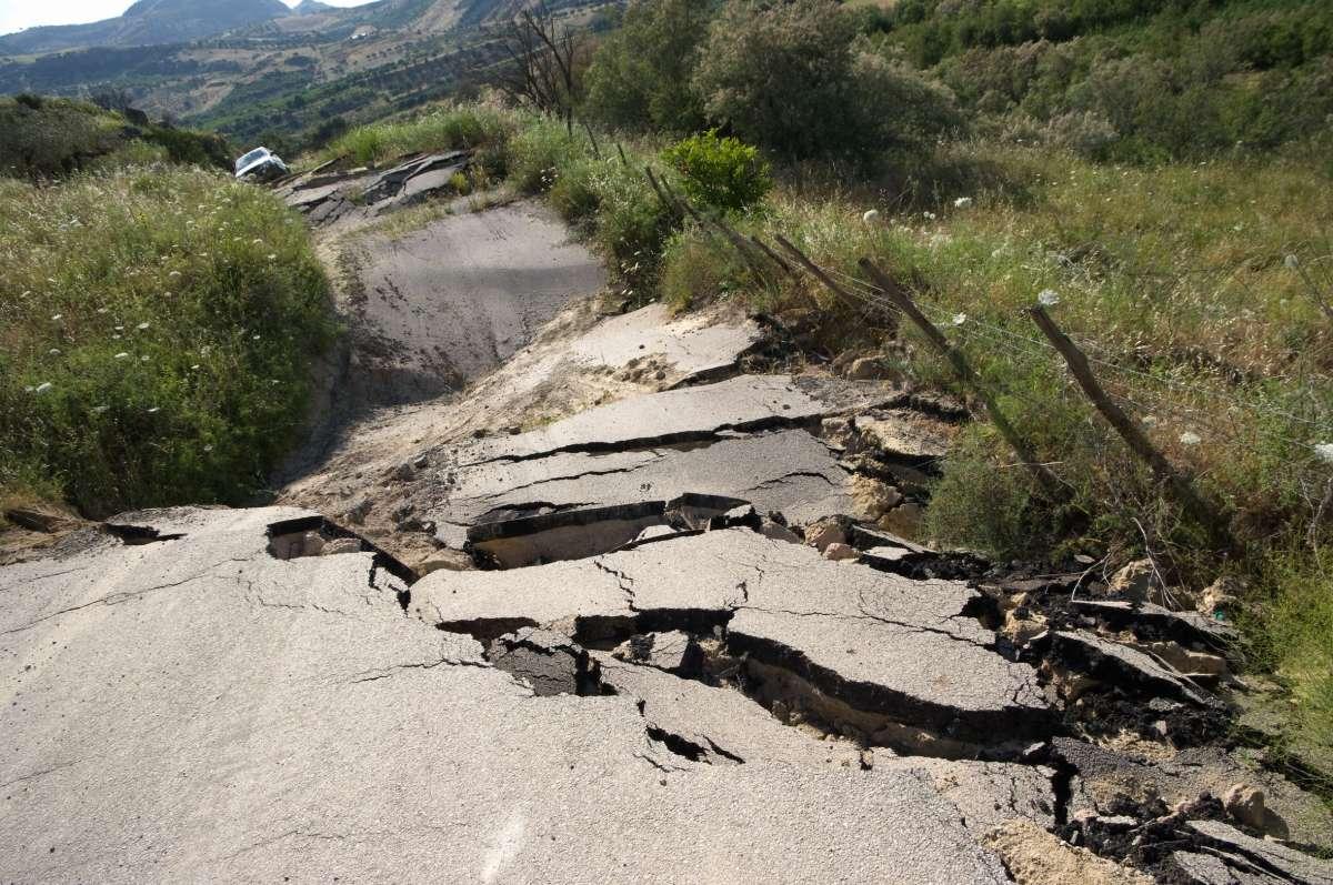 broken-road27775466.jpg