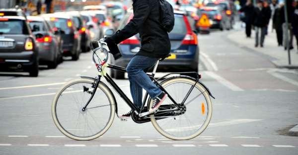 cycliste en milieu urbain