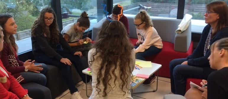 les enfants participants à une journée d'idéation sur les risques numériques
