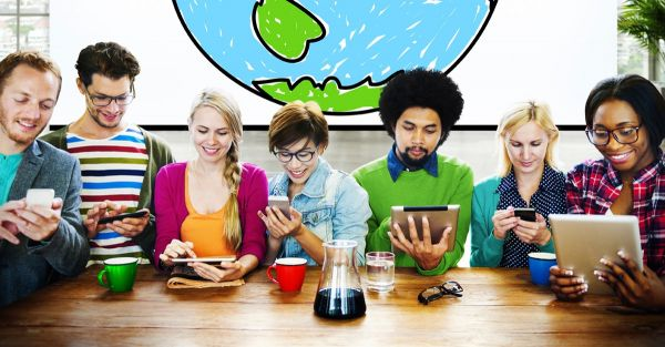 des jeunes personnes travaillant dans un espace de coworkingcollaborative