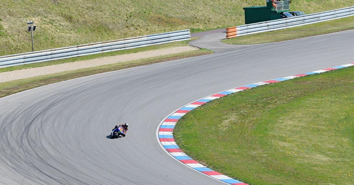 Moto sur circuit, plus ou moins de sécurité pour les jeunes ?