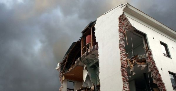 Bâtiment endommagé suite à un séisme