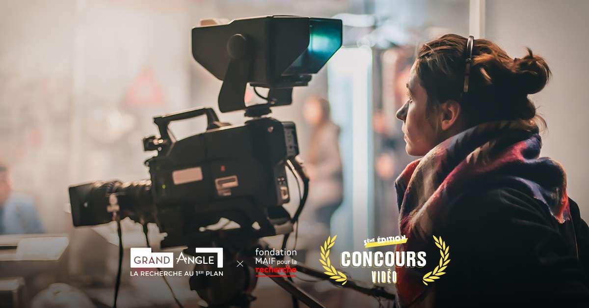 Réalisatrice et camerawoman en train de filmer