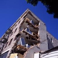 Analyse de la vulnérabilité du bâti existant - Estimation des incertitudes dans l'estimation et des pertes pour un scénario sismique donné.